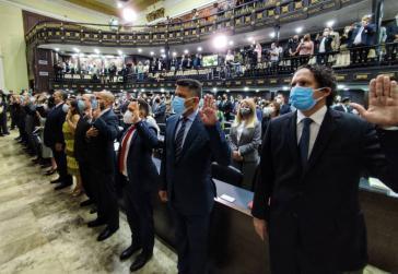Die fünf Leitungsmitglieder des CNE und ihre Stellvertreter:innen bei der Vereidigung im Parlament