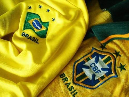 Brasilianische Trikots: Wird das Land sportlich und sozialpolitisch siegen?