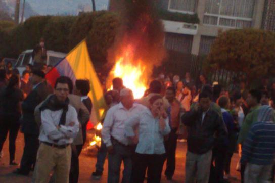 Avenida Maria de Jesus: Die Bevölkerung harrt bis zur Befreiung Correas mit Barr