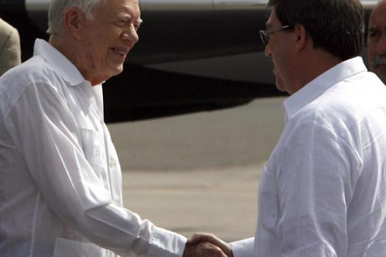 Der kubanische Außenminister Bruno Rodríguez Parrilla begrüsst Carter