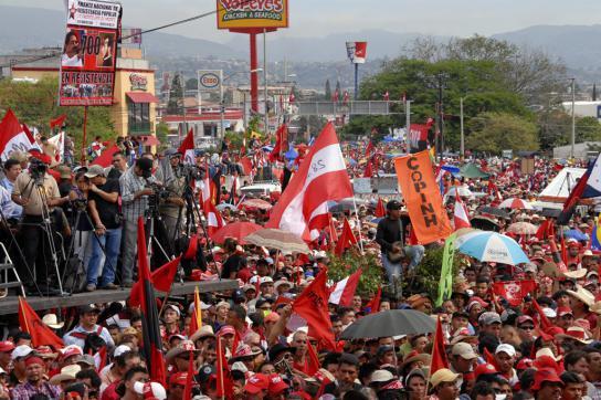 Zehntausende sind versammelt