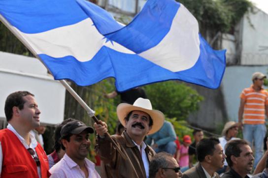 Manuel Zelaya mit Fahne