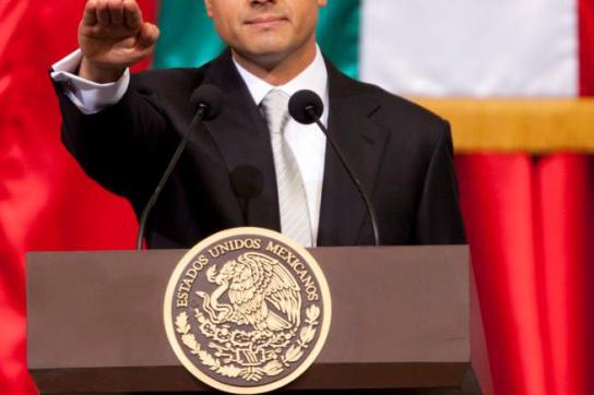 Enrique Peña Nieto bei Schwur der Treue in Abgeordnetenkammer