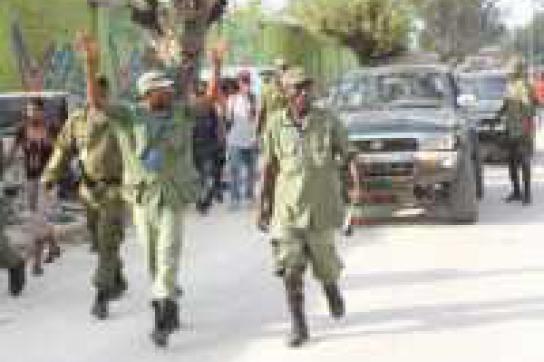 Siegerposen: Ende März marschierte die Phantomarmee durch Haitis Straßen
