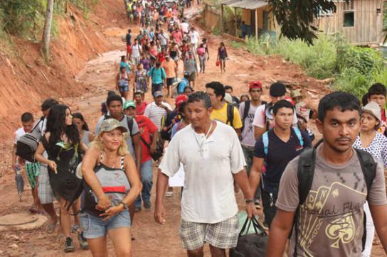 800 Fischer blockieren Belo Monte Staudamm
