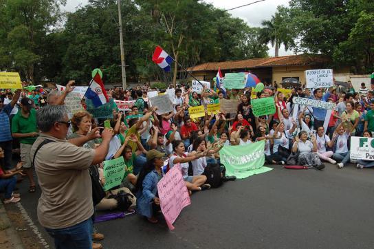 Bürgerprotest gegen die neoliberalen Maßnahmen Horacio Cartes'