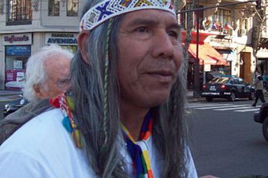 Der Kazike Félix Diaz protestiert für die Achtung der indigenen Rechte