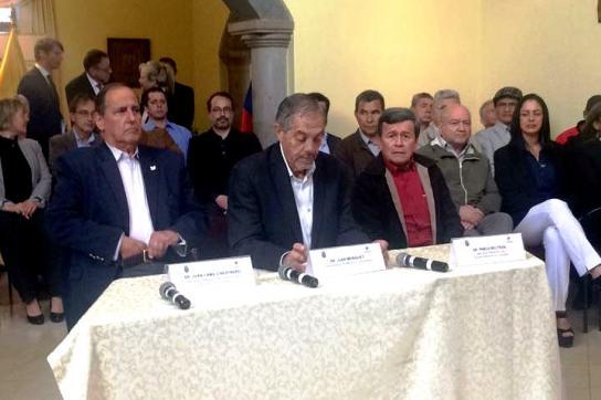 Vertreter der Regierung und der ELN in Kolumbien