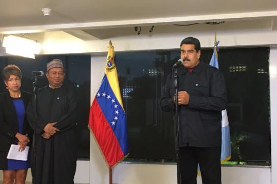 Venezuelas Präsident Nicolás Maduro und der Generalsekretär der Opec, Mohammed B