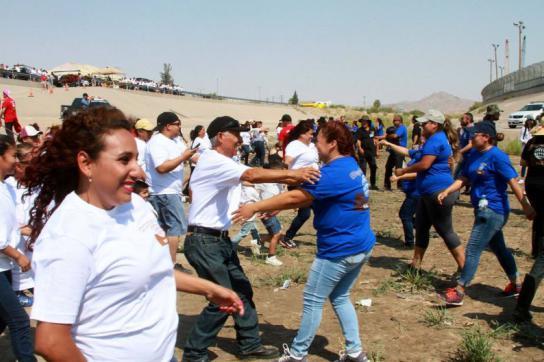 Freude beim Wiedersehen an der Grenze zwischen den USA und Mexiko