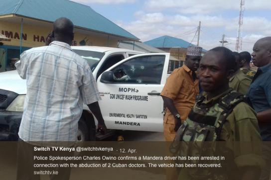 Angeschossenes Auto von der Entführung, Ermittler versammelt